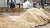 vista previa del artículo El «Saco de Cultura», primer premio entre las esculturas de arena